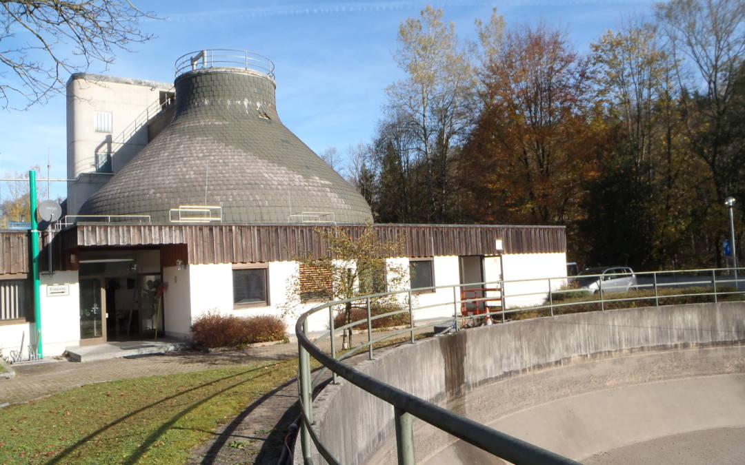 cr2 errichtet Schwarz-Weiss-Containeranlage auf dem Dach der Kläranlage Traunstein